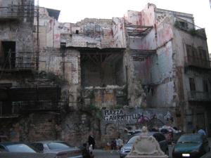 . Palermo, piazza Garraffello prima del crollo