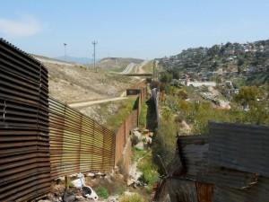3. Prospettiva dei tre muri di frontiera (foto Giglioli)