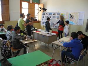 Attività di focus group in classe con discussione collettiva e foto-elicitazione