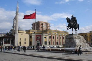 Tirana, monumento a Scanderberg
