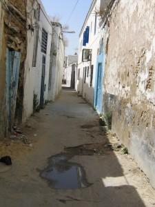 Un vicolo della medina di Tunisi (foto Marangon)