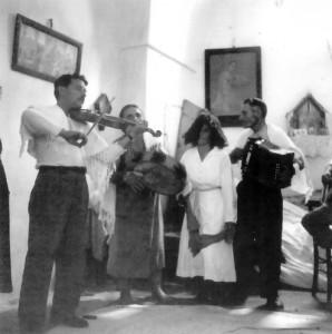 Violinista barbiere e altri suonatori, San Paolo di Galatina,1959 (Foto Pinna)