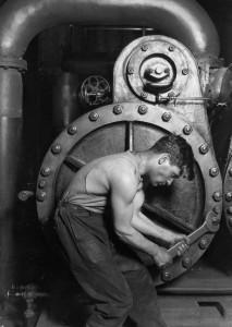 Powe house mechanic, 1920 (Foto di L.W. Hine)