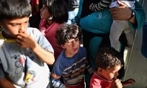 Bambini rifugiati al confine ungherese (foto Jeff J Mitchell.Getty Image)