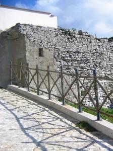 Strutture murarie del Castello (Foto Montalbano)