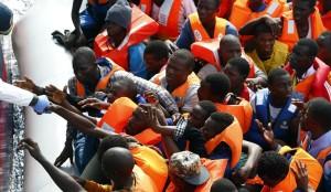 Migranti soccorsi da MOAS ( Migrant Offshore Aid Station)