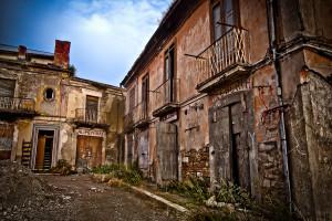 La piazza e le botteghe ad Apice spopolata, in Campania