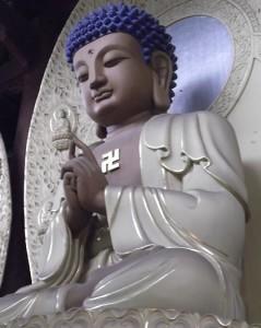 Buddha con svastica