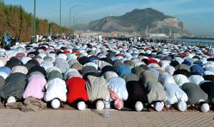 Musulmani in preghiera per il Ramadan a Palermo