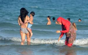 Burkini e bikini