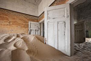 Kolmanskop,  immagine di una vecchia colonia ormai abbandonata, in Namibia