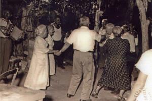 Scene di vendemmie peloritane,Lavoro e festa, XX sec., coll.Museo Cultura e Musica Popolare dei Peloritani villaggio Gesso Messina