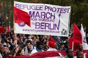 Berlino, manifestazione di protesta dei profughi