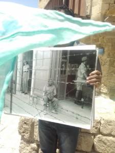 Jaffa, soldati israeliani davanti al campo di concentramento per palestinesi (ph. Sinigaglia)