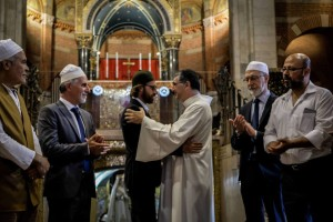 . Musulmani nelle chiese cattoliche dopo l'eccidio di Rouen