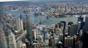 Il Woolworth spicca nel panorama urbano di NY