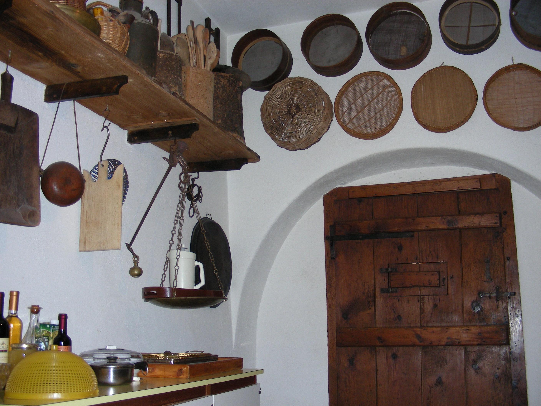 Credenza Da Cucina Traduzione : Questa casa abbraccia tutta la mia vitau201d. e storia di