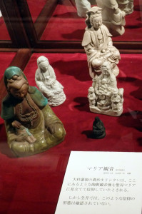 Madonna-con-bambino-in-porcellana-fine-sec.-XVI-Museo-di-Kasuga-Giappone-ph.-Niglio.jpg