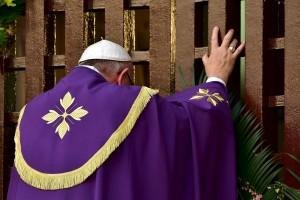 Papa Francesco in Repubblica Centrafricana: apre porta santa della cattedrale di Bangui