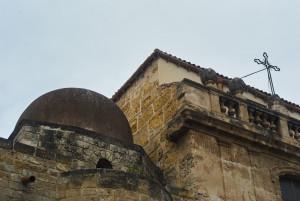 appena-fuori-la-zisa-la-cappella-della-ss-trinita-nata-come-chiesa-poi-moschea-poi-cappella-della-zisa-cupole-e-croci