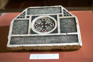 iscrizione-funebre-cristiana-del-1149-in-latino-greco-bizantino-arabo-ed-ebraico-museo-della-zisa