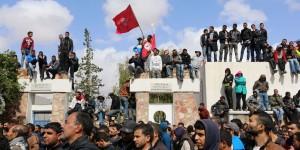A Tataouine la popolazione protesta.