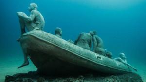 the-raft-of-lampedusa-sculture-subacquee-di-jason-decaires-taylor-museo-atlantico-di-lanzarote