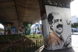 -graffito-di-chokri-belaid-nel-cavalcavia-vicino-alla-piazza-dellorologio