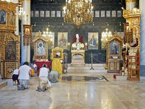 Fedeli ortodossi in preghiera (ph. Giaramidaro).