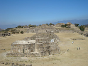 Monte Alban (Oaxaca, México). Area civico-cerimoniale della civiltà Azteca oggi parco archeologico patrimonio UNESCO (ph. Niglio).