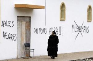Scritte-razziste-a-Saint-Etienne-la-grande-moschea-profanata