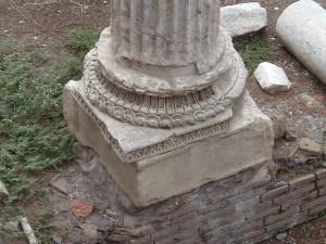 roma-largo-argentina-base-di-colonna-ed-elementi-di-riuso-ph-niglio