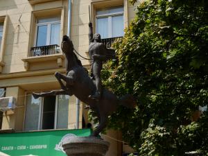 garibaldi-statua-nellomonima-piazza