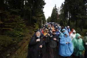 Il-Rosario-alle-frontiere-in-Polonia-un-momento-della-marcia-contro-lislamizzazione.