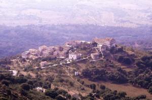 Pigna-vista-dal-sentiero-di-San-Antonino.