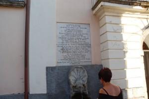 San-Lorenzo-lapide-sul-muro-del-Municipio-settembre-2012-ph.-Vito-Teti