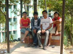 Giovani bengalesi, Chittagong (ph. Della Puppa).