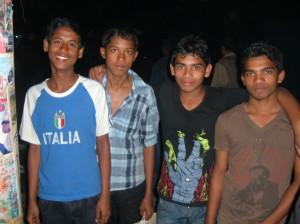 Giovani bengalesi, Shariatpur (ph. della Puppa).