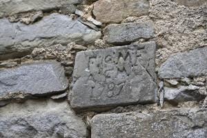 figura-2-tris-chiapporato-iscrizione-a-muro-esterno