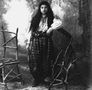 Giovane-donna-di-Scutari-Ph.-P.-Marubi.