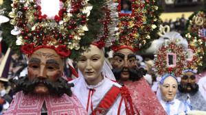 Roller e Scheller, personaggi principali del Carnevale di Imst.