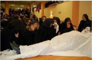 Santa Lucia del Mela, Catalettu, Triualata, pianto rituale per la morte di Carnevale, 2017 (ph. Sarica)