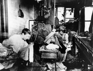 6-workers-alle-macchine-da-cucire