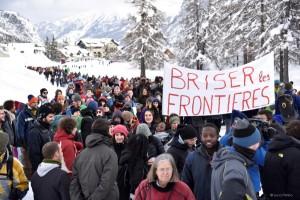 Marcia di protesta da Claviere a Monginevro.