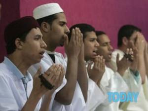 -Algerini-in-preghiera