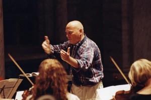 Werner Hans Henze alla direzione dell'orchestra.