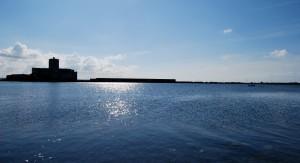 Il passaggio per le piccole barche tra l'isolotto Colombaia e il Villino Nasi (foto N. Ravazza)