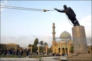 . Operazione Iraqi Freedom, le truppe americane entrano a Baghdad e abbattono la statua di Saddam Hussein, 9 aprile 2003 ( Gilles Bassignac).