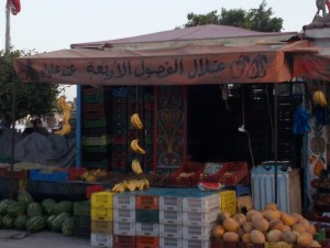 Quartiere M'hamdiya, bancarella di quartiere (ph. C. Sebastiani).