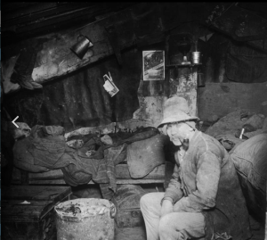 Jacob Riis, How the Other Half Lives. Studies among the tenements of New York, 1890.